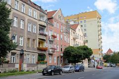 Mehrstöckige Wohnblocks, Hochhaus - unterschiedliche Baustile, Straße Jagiellońska  in Olsztyn.
