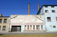 Alte Gewerbearchitektur - leerstehende Fabrikgebäude in der Straße Vineeri von Tallinn.