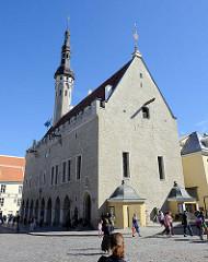 Historisches Rathaus von Tallinn; spätgotischer Baustil, erbaut um 1404.