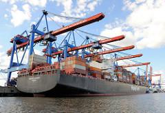 Der Frachter HANOVER EXPRESS unter den Containerbrücken des Altenwerder Containerterminals - Der 25 kn schnelle, 2007 fertig gestellte Frachter kann 8749 Standard Container transportieren.