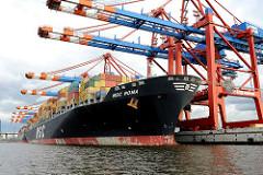 Das 336m lange Containerschiff MSC ROMA liegt unter den Containerbrücken des Terminals EUROGATE im Hamburger Hafen. Das 45,6m breite Frachtschiff kann 9178 Container transportieren.