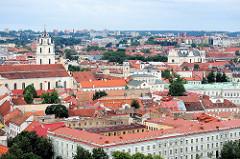 Blick vom Burgberg auf die Dächer von Vilnius.