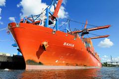 Das im Jahr 2007 gebaute Containerschiff BAHIA im Hamburger Hafen am Liegeplatz des HHLA Container Terminals Burchardkai. Das 34 5000 BRZ grosse Schiff bietet Stellplätze für 3752 TEU.