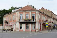 Einstöckiges Eckgebäude mit Balkon; Šv. Gertrūdos /  Jonavos in Kaunas.
