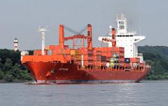 Das rote Containerschiff Cap Palmas der Reederei Hamburg Süd wurde 2003 gebaut und hat eine nominale Kapazität von 2524 TEU / 1886 TEU bei 14t. Die Tragfähigkeit von Handelsschiffen wird mit den englischen Begriffen dead weight tonnage (dwt) oder ton