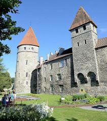 Alte Wehrtürme an der historischen Stadtbefestigung von Tallin.