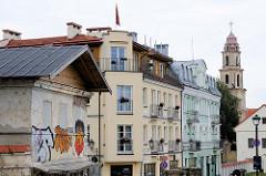 Hausfassaden in der Stadt Vilnius - alt + neu.