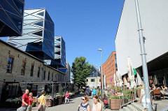 Quartier Rotermanni in der Tallinner Innenstadt; lks. das historische Gebäude einer Tischlerwerkstatt - aufgesetzten futuristischen Türmen - Gestaltung Architekten Büro KoKo.