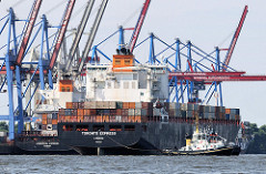 Der Containerfrachter TORONTO EXPRESS legt mit Unterstützung des Schleppers MICHEL am Terminal Burchardkai an. An der Kaianlage wird die LIVERPOOL EXPRESS abgefertigt.