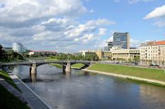 Promenade am Fluss Neris in Vilnius - Verwaltungsgebäude.