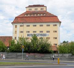 Historisches Lagergebäude / Speicher - alte Industriearchitektur eines Getreidesilos am Bahnhof von Olsztyn; erbaut 1924 - jetzt leerstehend.