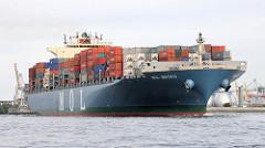 Die Ladung des Frachtschiff MOL MATRIX wurde am Containerterminal Altenwerder gelöscht und neue Container an Bord genommen. Das 302m lange Schiff kommt aus dem Köhlbrand und fährt in die Elbe ein.
