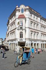 Innenstadt von Tallinn - Fußgängerzone Viru, Einkaufsstraße mit Geschäften /  Fahrradrikscha.