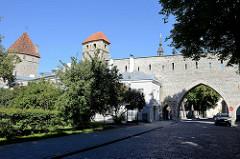 Tallinner Stadtmauer - alte Verteidigungsanlage; Klostertor, Sauna Turm / Kuldiga Turm.