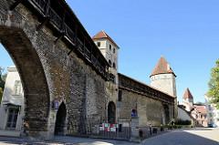 Tallinner Stadtmauer - alte Verteidigungsanlage; Klostertor, Saunaturm / Kuldiga Turm.