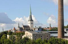 Blick zur Altstadt von Tallinn - St. Olafkirche und Türme der Stadt.