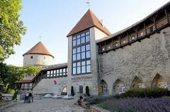 Turm der Jungfrauen / Neitsitorn - Stadtbefestigung, Stadtmauer von Tallinn - im Mittelalter Gefängnis für Prostituierte, erbaut im 14. Jahrhundert - jetzt Nutzung als Museum und Café.