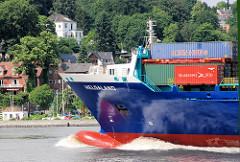 Der Container-Feeder HELGALAND auf der Elbe in Fahrt vor Hamburg Teufelsbrück