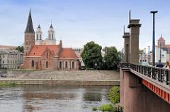 Mariä-Himmelfahrt-Kirche / Kauno Švč. Mergelės Marijos Ėmimo in Kaunas - Blick über die Nemunas / Memel. Im Hintergrund die Jesuitenkirche / St. Fancis Xavier Kirche.