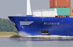Das Container-Feederschiff ELUSIVE auf der Unterelbe; der 133m lange und 18m breite Frachter ist 1995 bei der J. J. Sietas-Werft in Hamburg vom Stapel gelaufen.
