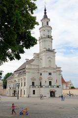 Rathaus in der Altstadt Kaunas. Der Bau wurde 1542 im gotischen Stil begonnen, um 1780 umgebaut.