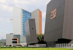 Moderne Hochhausarchitektur in Vilnius - Bankgebäude der Swedbank; erbaut 2009 - Architekturbüro Audrius Ambrasas Architects.