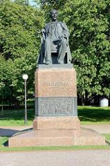 Bronzestatue / Denkmal für F. R. Kreutzwald, Arzt und Schrifsteller.