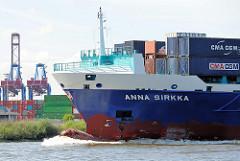 Das Feederschiff ANNA SIRKKA fährt in den Köhlbrand / Süderelbe ein und ist auf dem Weg zum Container Terminal Altenwerder. Im Hintergrund die Container-Brücken des Waltershofer Hafen, Terminal Burchardkai.