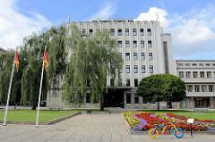 Verwaltungsgebäude - Architektur der Sowjetzeit in Tartu / Litauen.