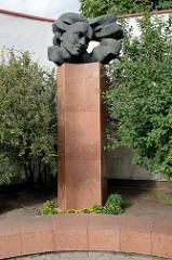 Denkmal für die Dichterin Salomeja Neris in der Altstadt von Vilnius.
