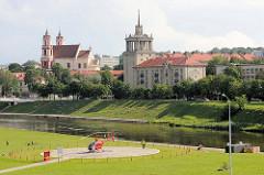 Hubschrauberlandeplatz am Ufer der Neris - Blick auf die Stadt Vilnius.