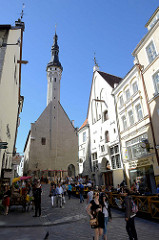 Blick zum historischen Rathaus von Tallinn; spätgotischer Baustil, erbaut um 1404.