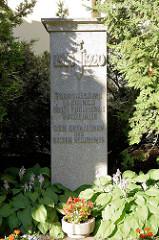 Denkmal Den Gefallenen des Baltisch Regiments - 1918 / 1919; das Regiment war eine aus Deutsch-Balten gebildete Freiwilligeneinheit, die während des estnischen Freiheitskrieges 1918 bis 1920 unter estnischem Befehl gegen die Rote Armee kämpfte.