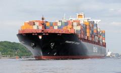 Schiffsfotos aus dem Hamburger Hafen und Schiffen auf der Elbe. Die 335m lange und 42,80m breite FRANKFURT EXPRESS läuft auf der Elbe bei Hamburg. Das Frachtschiff hat eine Tragfähigkeit von 84300 t und kann 8749 TEU Container laden.