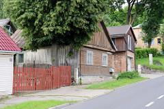 Holzzaun - Holztor; Gebäude mit Holzfassade -  Fotos aus Kaunas / Litauen.
