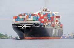 Mit einer Ladung Containern läuft die HANJIN BREMERHAFEN aus dem Hamburger Hafen aus. Das 2006 gebaute Frachtschiff kann 6655 Standardcontainer TEU transportieren.