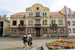 Historische und moderne Architektur - Rathausplatz von Kaunas.