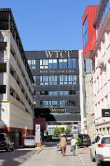 WTCT -  World Trade Center Tallinn, Bürogebäude in der Innenstadt - erbaut 1994.  Gebäude oder Gebäudekomplexe werden als World Trade Center bezeichnet, wenn sie ausschließlich oder teilweise der World Trade Centers Association (WTCA) dienen od