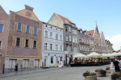 Gebäude / Wohnhäuser mit unterschiedlicher Fassadengestaltung, Innenstadt / Altstadt von Olsztyn.