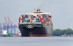 Der Containerfrachter HANJIN BREMERHAFEN verlässt mit Containern beladen den Hafen Hamburgs.
