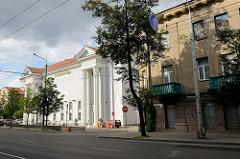 Straße Pamėnkalnio in Vilnius - Blick zum Gebäude des Spielkasinos / Nesė Pramogų bankas.
