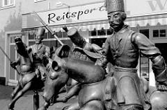 """Kosakenbrunnen in Jever - errichtet 2003, Bildhauer Bonifatius Stirnberg. Das Denkmal erinnert an die """"Befreiung"""" Jeverlands von den Franzosen / Niederländer durch russische Kosakenregimenter 1813."""