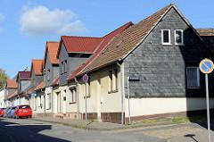 Reihenhäuser mit Dachmansarde / Mansarddach; Töpfersberg in Sangerhausen.
