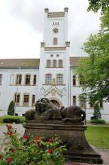 Auricher Schloß - erbaut 1855.