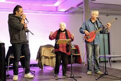 Ester Bajarano & Microphone Mafia - Sohn Joram und Kutlu Yurtseven - auf der Bühne der Alten Fabrik im Museum der Arbeit in Hamburg Barmbek.