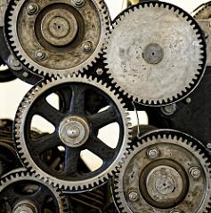 Zahnräder! Rotationdruckmaschine zum Zeitungsdruck im Hamburger Museum der Arbeit.