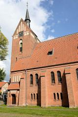 St. Antoniuskirche in Bispingen - erbaut 1908 im neugotischen Baustil.