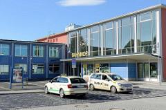 Saniertes Bahnhofsgebäude / Empfangsgebäude in Sangerhausen, erbaut 1963.