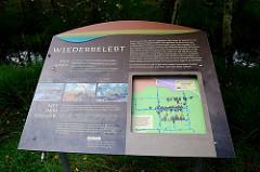 Infotafel über die Renaturalisierung / Wiederbelebung vom Pietzmoor im Naturschutzgebiet Lünburger Heide bei Schneverdingen.