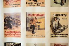 Alte Ermahnungsplakate im Museum der Arbeit in Hamburg Barmbek; Pünktlichkeit ist besser als die schönste Entschuldigung.